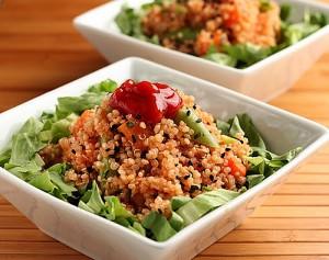 Salada de quinoa e legumes