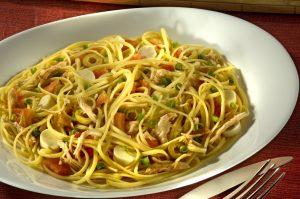 Spaghetti ao molho de frango com palmito