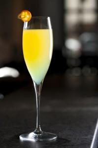 Swap Drink: leva siroc de banana, licor de pêssego e limão siciliano misturados ao champagne (Divulgação)