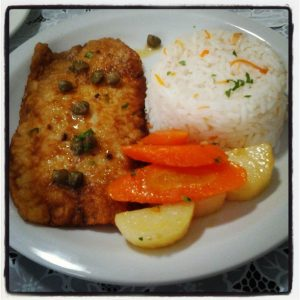 Filé de peixe com alcaparras e legumes (Divulgação)