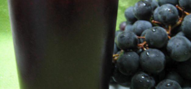 Hora do lanche: suco de uva com romã