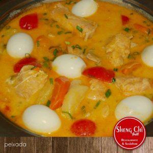 Peixada do Sheng Chi, com muito leite de coco e ovos cozidos (Divulgação)