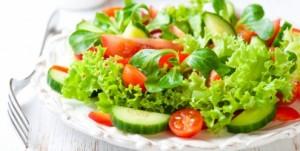 Aprenda mais sobre saladas e seu uso contra o inchaço (Getty Images)