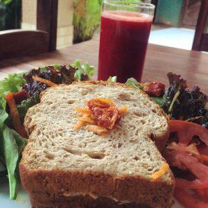 Sanduíches e sucos naturais são apenas uma das opções do Grão da Vida