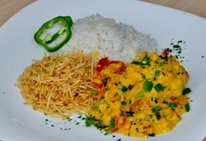 Moqueca de Peixe com arroz branco e batata palha (Divulgação)