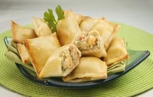 Que tal esses Pasteizinhos de camarão: lanche crocante e de recheio delicioso? (Divulgação)