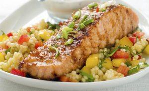 O salmão é um dos alimentos propícios ao ganho de massa magra (Divulgação)