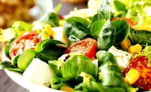 Combinar saladas é uma arte a ser aprendida (Foto: Thinkstock)
