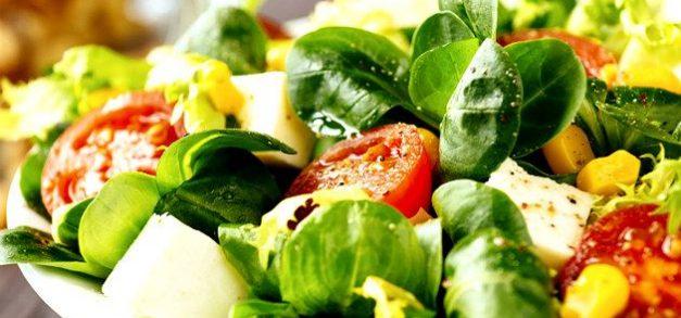 Saladas: como combinar verduras e frutas