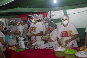 Evento de Comida de Rua ofertado pelo curso de gastronomia da FATECI reuniu grande multidão de curiosos e famintos pelas delícias típicas brasileiras (Foto: Luizinho Coruja)