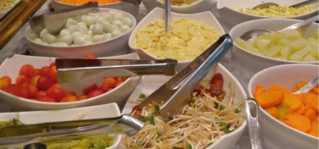 Bom preço e comida: três self-services para o almoço