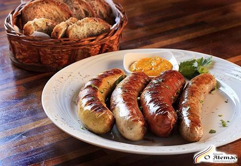 Restaurante O Alemão realiza festa típica alemã em Fortaleza