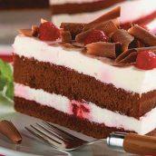 Bolo de chocolate com iogurte e cereja