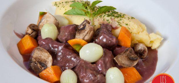 Jantar francês com boeuf bourguignon