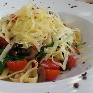 Fettuccine ao molho caprese: dica do Muda Restaurante