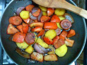 Não precisa abdicar do óleo para refogar legumes, mas nada de inundar a panela (Foto: Divulgação)