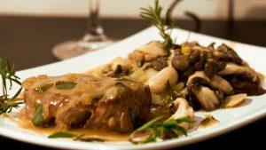 Filá ao molho  champignon é um dos destaques do cardápio do novo restaurante (Foto: Divulgação)