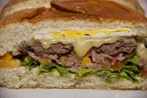 Mega sanduíches da Sorvebom são destaque no cardápio (Foto: divulgação)