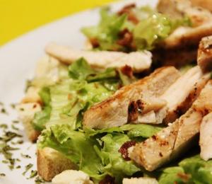 Opções de saladas também constam no menu (Foto: Divulgação)