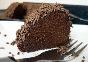 veja-aqui-como-preparar-um-delicioso-bolo-de-chocolate-e-um-brigadeirao-receitas-facil7