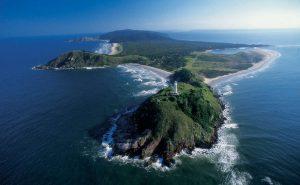Para quem curte viajar, boa oportunidade para conhecer a bela Ilha do Mel, no Paraná (Divulgação)
