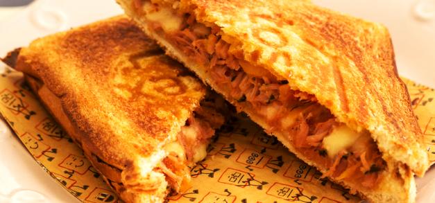 Tostex lança novo sanduíche criado com Luanda Gazoni