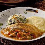 Filé de peixe grelhado leva toque de leite de coco: releitura faz parte do Clássicos da Cozinha (Foto: Dante Barros)