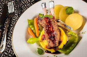 Carré de cordeiro: toque contemporâneo dá sofisticação ao prato (Divulgação)