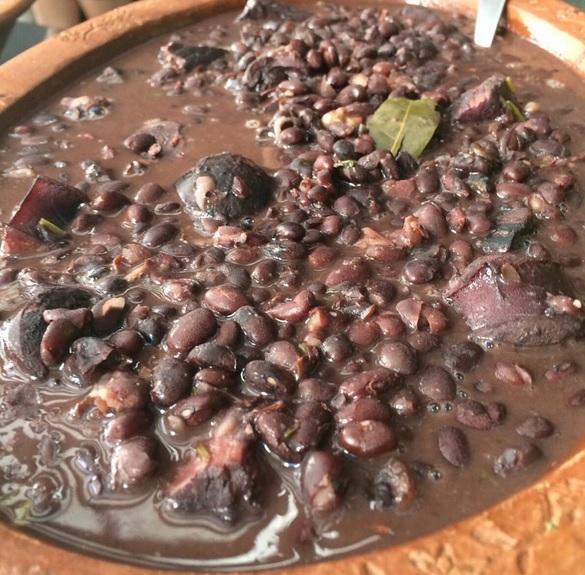 Três lugares para comer feijoada em Fortaleza aos sábados