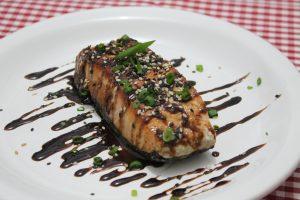 Salmão Teryaki: uma das delícias do Delivery Menu para almoço