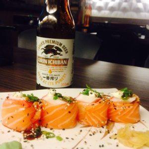 Gunkan especial de kani e cerveja especial Kirin Ichiban