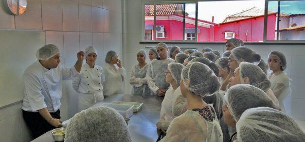 Conexão Fametro realiza oficinas e palestras sobre gastronomia