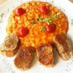 Filé suíno com risotto de tomate, parmesão e manjericão