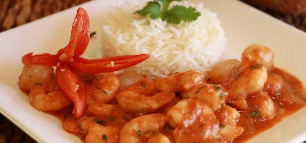 Quatro pratos com camarão para experimentar