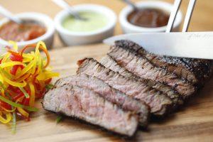 Cortes de carnes especiais são opção no La Frontera (Divulgação)