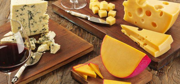 Aprenda a montar uma tábua de queijos para o Natal
