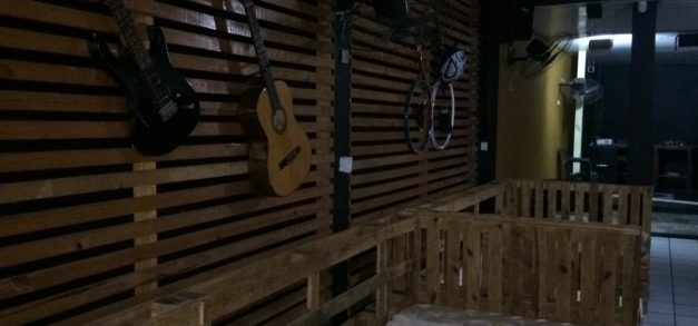 Meeting Point Pub aposta na união rock e retrô em Fortaleza