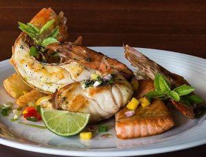 Salmão, sirigado, lagosta e camarões fazem parte do Seafood Platter, do Le Cuisinier (Divulgação)