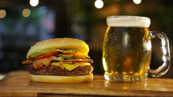 Nova hamburgueria e pratos de inspiração asiática: dicas gastronômicas para esta semana em Fortaleza