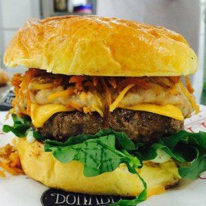 Brutus Burger é novidade do Donadel Food Truck ao público fortalezense
