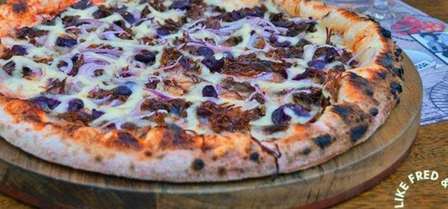Happy Like Fred & Lucci tem cardápio extremamente rico de pizzas
