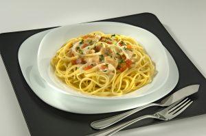Espaguete ao molho cremoso com cação