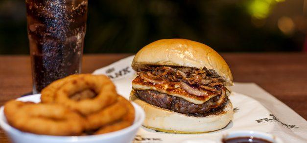 Flank Steak Burger comemora aniversário com lançamento