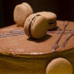 Torta Vintage de Chocolate e Café com Macarons