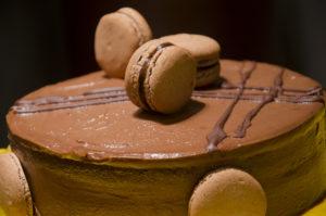 Torta Vintade de Chocolate e Café com Macarons