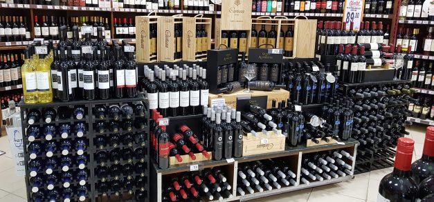 Rótulos de vinhos estão com 15% de desconto nos Mercadinhos São Luiz
