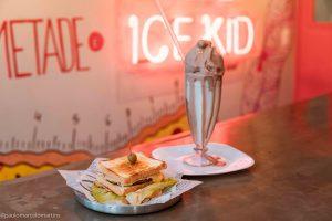Sanduíche com shake do Ice Kid