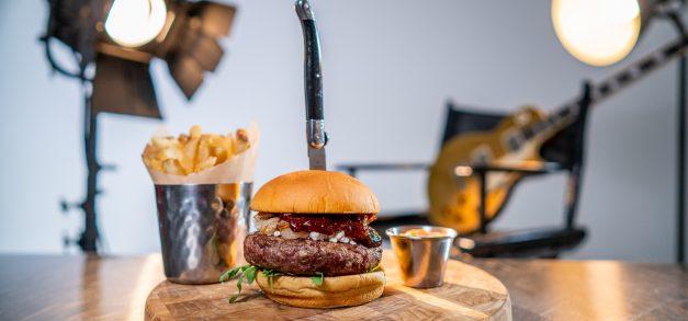 Novo cardápio do Hard Rock Cafe traz opções infundidas em bebidas alcoólicas