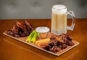 Hard Rock Cafe lança happy hour com bebidas pela metade do preço