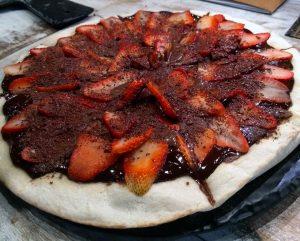 Pizza de chocolate com morango